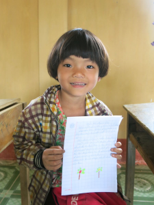 Hoang Thi Huyen (11400281) shows the letter she writes for her sponsor
